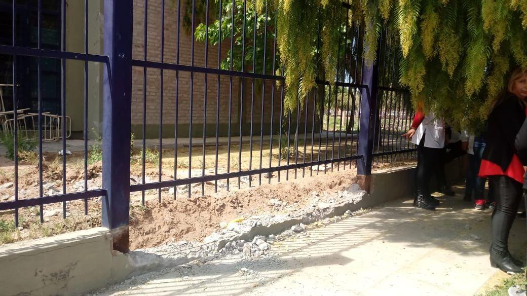 Chepes: Padres molestos por apertura de portón autorizado por el Ministerio en la Esc. 255