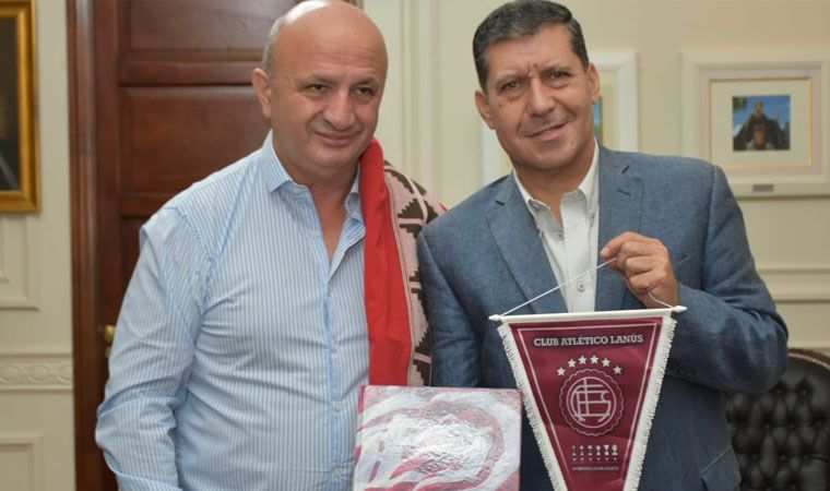 El Gobernador Sergio Casas recibió saludos del presidente de Lanús - RADIO FÉNIX 95.1
